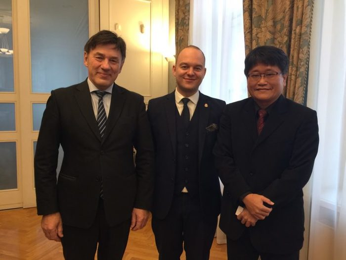 From left – Vytautas Magnus University Rector, Professor Juozas Augutis, Baltic & South – East Asian Chamber of Commerce president Lukas Puidokas